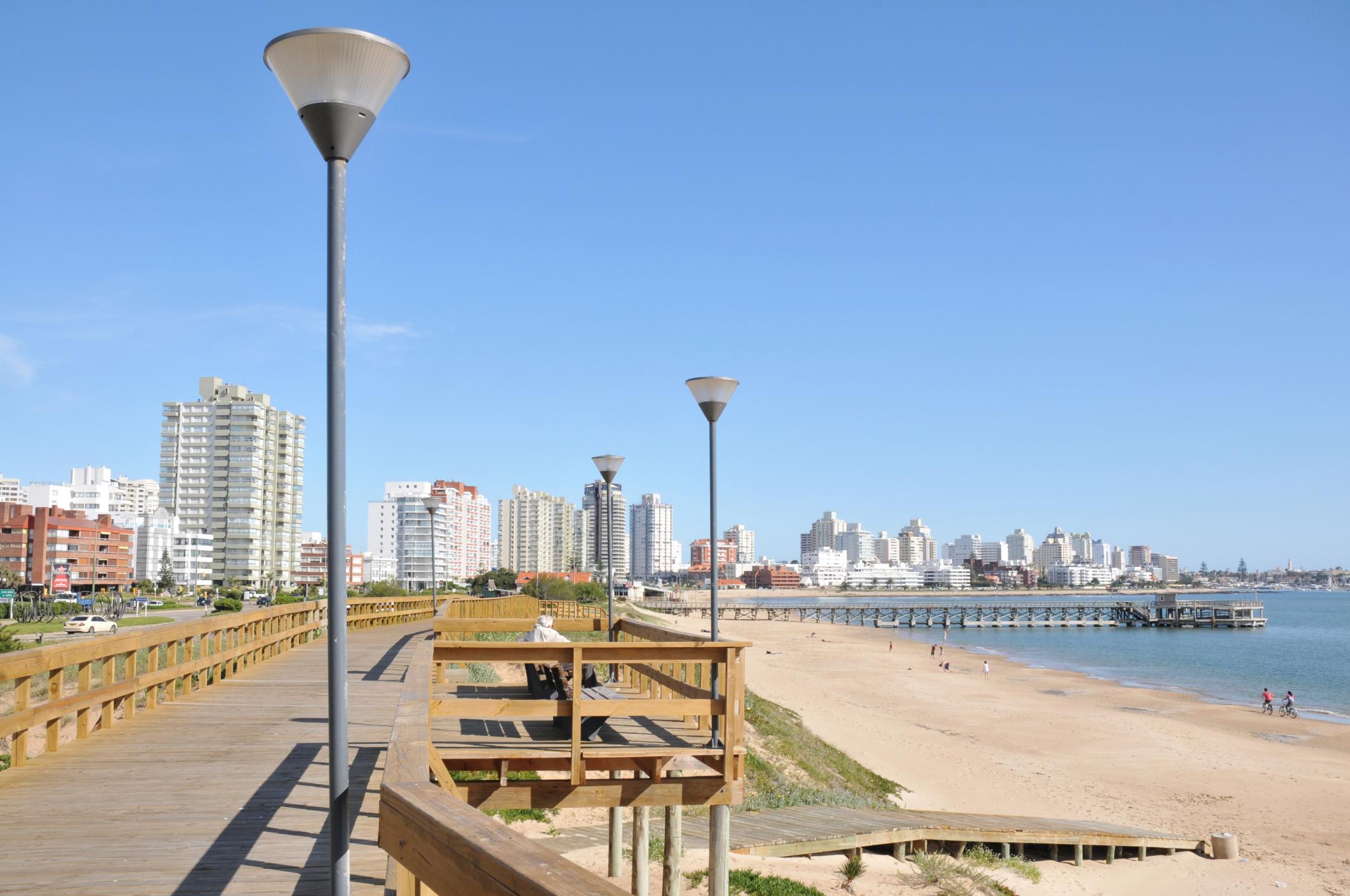 Uruguay: una extraña bacteria obligó a cerrar una playa en